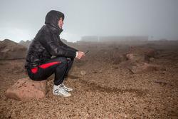 Rodillera de Romain Dumas por mal tiempo en la Cumbre