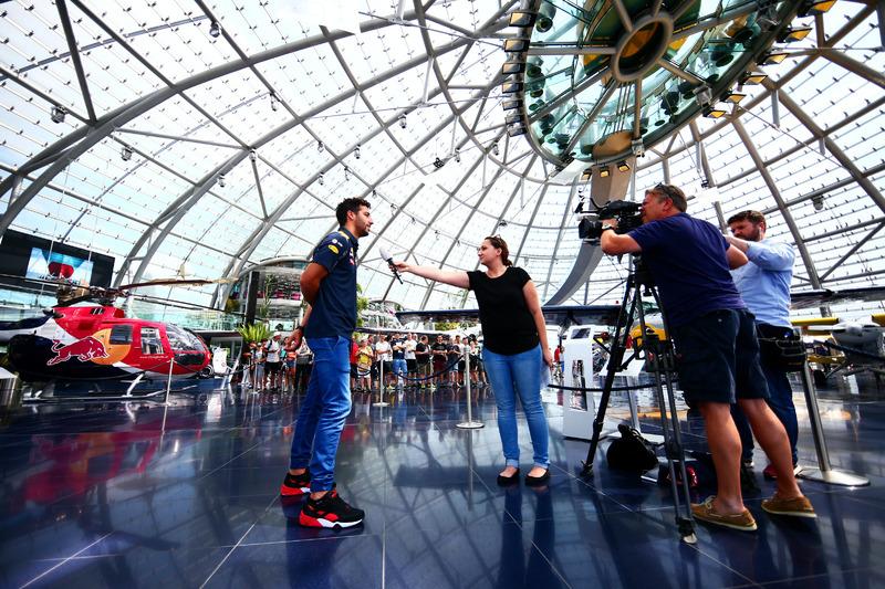 Daniel Ricciardo, Red Bull Racing, Hangar 7