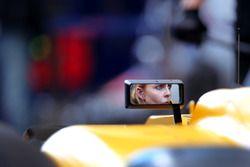 Un mécanicien Renault Sport F1 Team