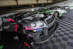 Absolute Racing garage atmosphere