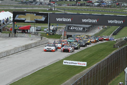 Start: #43 RealTime Racing Acura TLX-GT: Ryan Eversley, #05 Always Evolving Racing Nissan GT-R-GT 3: