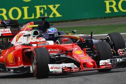 Kimi Raikkonen, Ferrari SF16-H et Max Verstappen, Scuderia Toro Rosso STR11