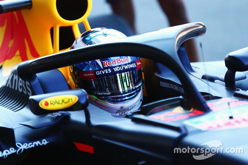 Daniel Ricciardo, Red Bull Racing RB12, in pista con il dispositivo HALO