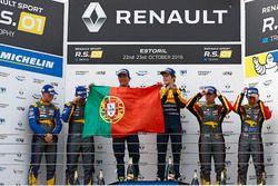 Podium: race winners #19 Equipe Verschuur Renault RS01: Miguel Ramos, Steijn Schothorst
