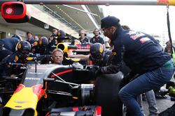 Daniel Ricciardo, Red Bull Racing beim Boxenstopptraining mit dem Team