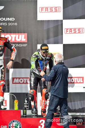 Podio: terzo classificato Tom Sykes, Kawasaki Racing
