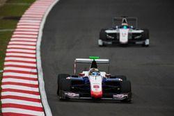 Sandy Stuvik, Trident leads Matthew Parry, Koiranen GP