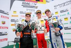 Podium: Sieger Mick Schumacher, Prema Powerteam; 2. Joseph Mawson, Van Amersfoort Racing; 3. Mike D