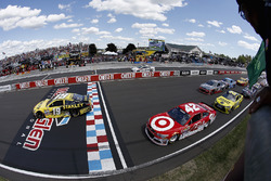 Start: Carl Edwards, Joe Gibbs Racing Toyota leads