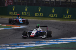 Sandy Stuvik, Trident leads Arjun Maini, Jenzer Motorsport