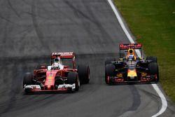 Sebastian Vettel, Ferrari SF16-H et Daniel Ricciardo, Red Bull Racing RB12 en lutte pour une position