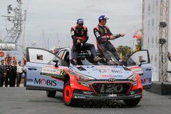 Ganadores Thierry Neuville, Nicolas Gilsoul, Hyundai i20 WRC, Hyundai Motorsport
