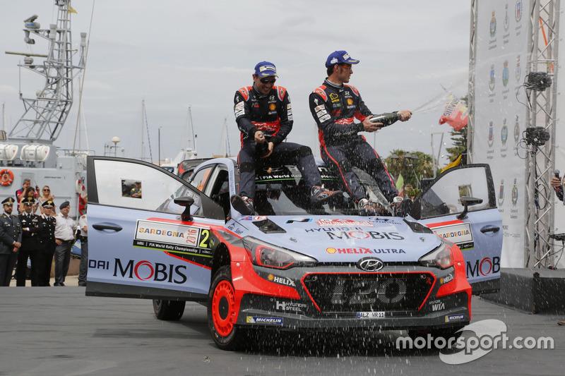I vincitori Thierry Neuville, Nicolas Gilsoul, Hyundai i20 WRC, Hyundai Motorsport