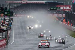Start behind the safety car: #2 Porsche Team Porsche 919 Hybrid: Romain Dumas, Neel Jani, Marc Lieb