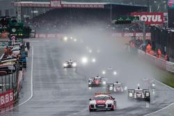 Départ derrière la voiture de sécurité : #2 Porsche Team Porsche 919 Hybrid: Romain Dumas, Neel Jani, Marc Lieb