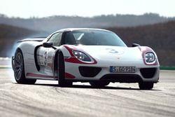 Chris Harris test Porsche 918 Spyder