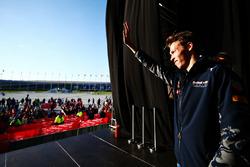 Daniil Kvyat, Red Bull Racing avec des fans