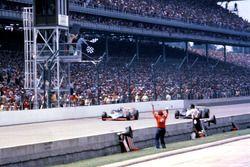 Foto-Finish: 1. Gordon Johncock, Patrick Racing, Wildcat-Cosworth, 2. Rick Mears, Penske Racing, Penske-Cosworth