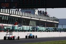 Checkered flag for Marcos Siebert, Jenzer Motorsport