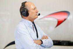 Ron Dennis, Presidente Ejecutivo de McLaren en el garaje
