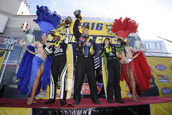 Top Fuel galibi Antron Brown, Funny Car galibi Alexis Dejoria, Pro Stock galibi Jason Line