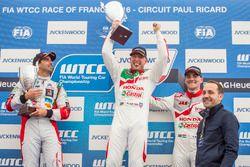 Podium; second place Mehdi Bennani, Sébastien Loeb Racing, Citroën C-Elysée WTCC; first place Rob Huff, Honda Racing Team JAS, Honda Civic WTCC; third place Norbert Michelisz, Honda Racing Team JAS, Honda Civic WTCC