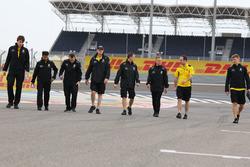 Kevin Magnussen, Renault Sport F1 Team lors de la reconnaissance de la piste avec son équipe