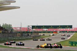 Kevin Magnussen, Renault Sport F1 Team RS16 et Max Verstappen, Scuderia Toro Rosso STR11