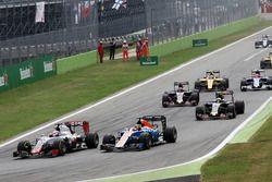 Romain Grosjean, Haas F1 Team VF-16 y Pascal Wehrlein, Manor Racing MRT05