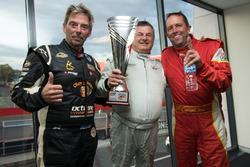 Class B2 ganadores Brian Walden, Michael Auld, Richard Bloomfield, Holden VE-SV