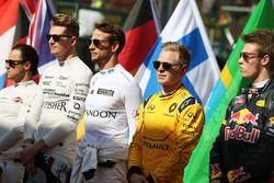 Kevin Magnussen, Renault Sport F1 Team alors que la grille écoute l'hymne national