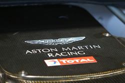 Aston Martin con logo de Total logo
