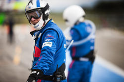 Mecánico del #66 Ford Chip Ganassi Racing Team UK Ford GT: Billy Johnson, Stefan Mücke, Olivier Pl
