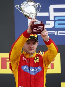 Jordan King, Racing Engineering lève le trophée de la deuxième place