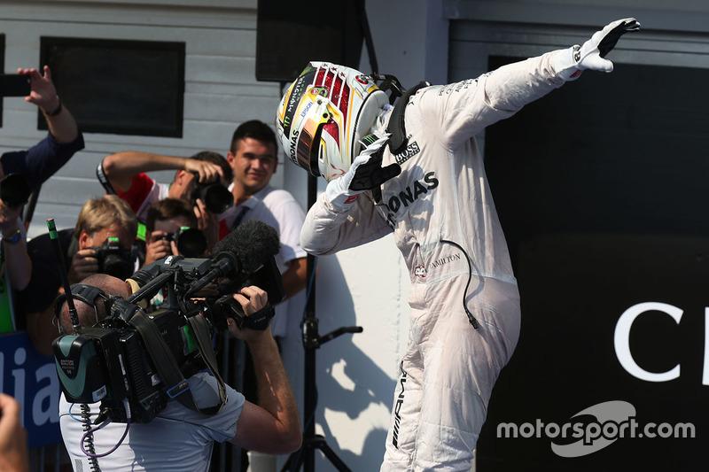 Ganador, Lewis Hamilton, Mercedes AMG F1 en parc ferme