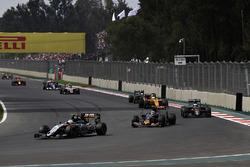 Sergio Perez, Sahara Force India F1 VJM09, Carlos Sainz Jr., Scuderia Toro Rosso STR11