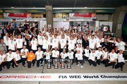 Команда Porsche отмечает титул в зачете производителей