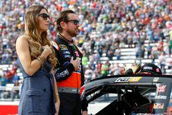Kurt Busch, Stewart-Haas Racing Chevrolet met Ashley Van Metre