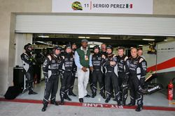 Бывший боксер Леннокс Льюис в гостях у команды Sahara Force India F1