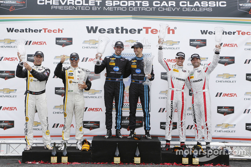 Podio general: ganadores Jordania Taylor, Ricky Taylor, segundo lugar Christian Fittipaldi, Joao Bar