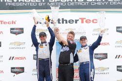 Le podium GTD : les vainqueurs Jeroen Bleekemolen, Ben Keating