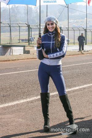Chica del Paddock Argentina Rio Uruguay Seguros