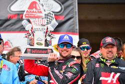Sieger Kurt Busch, Stewart-Haas Racing, Chevrolet