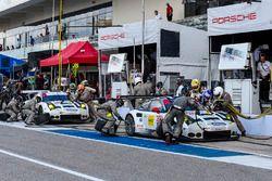 #912 Porsche Team North America, Porsche 911 RSR: Earl Bamber, Frédéric Makowiecki; #911 Porsche Tea