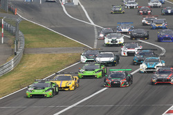 Arrancada #19 GRT Grasser Racing Team, Lamborghini Huracan GT3: Michele Beretta, Andrea Piccini, Luca Stolz líder