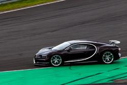 Bugatti Veyron doing a recon lap