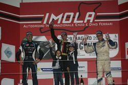 Podio Gara 1: il vincitore Ivan Bellarosa, Avelon Formula, il secondo classificato Davide Uboldi, Eurointernational, il terzo classificato Ranieri Randaccio, SCI team