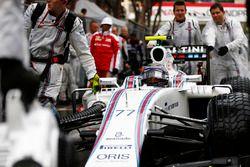 Valtteri Bottas, Williams FW38, llega a la parrilla