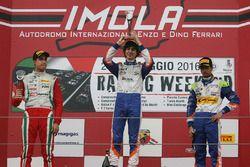 Rookie podium: winnaar Lorenzo Colombo, tweede Juan Manuel Correa, derde Kush Maini