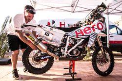 Hero MotoSports Team Rally sedang bekerja
